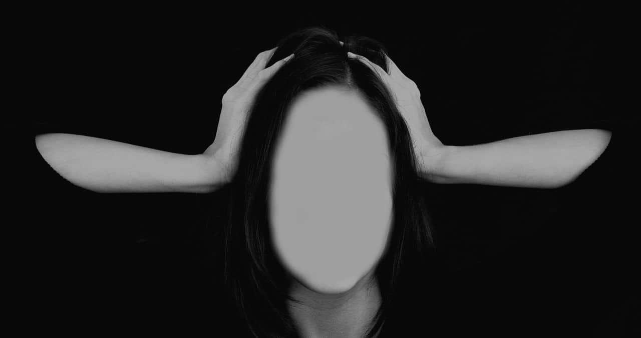 blank face holding head