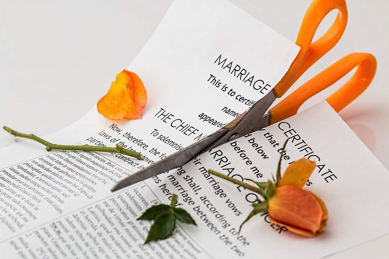 divorce paper scissors