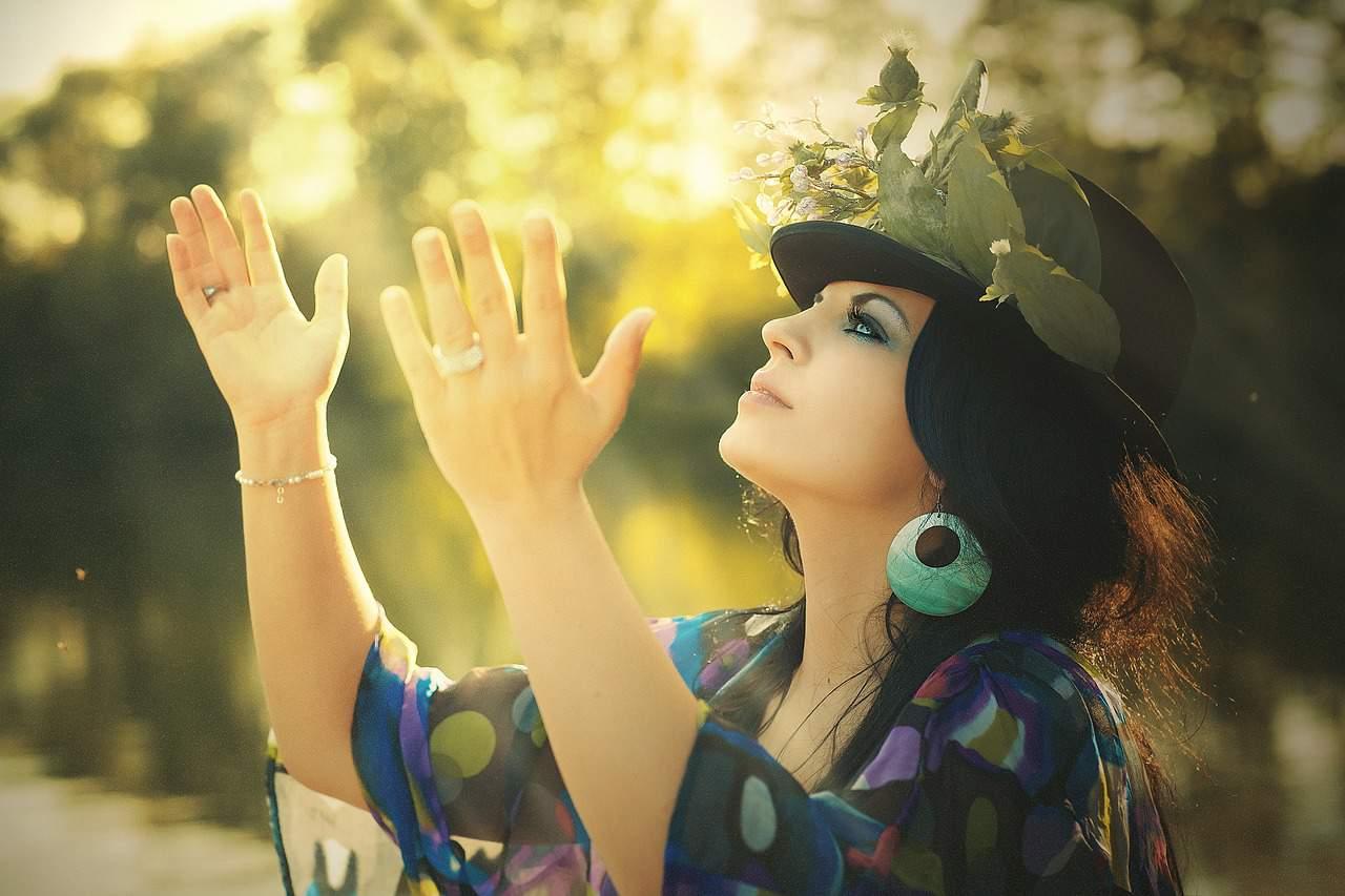 faithful woman praise