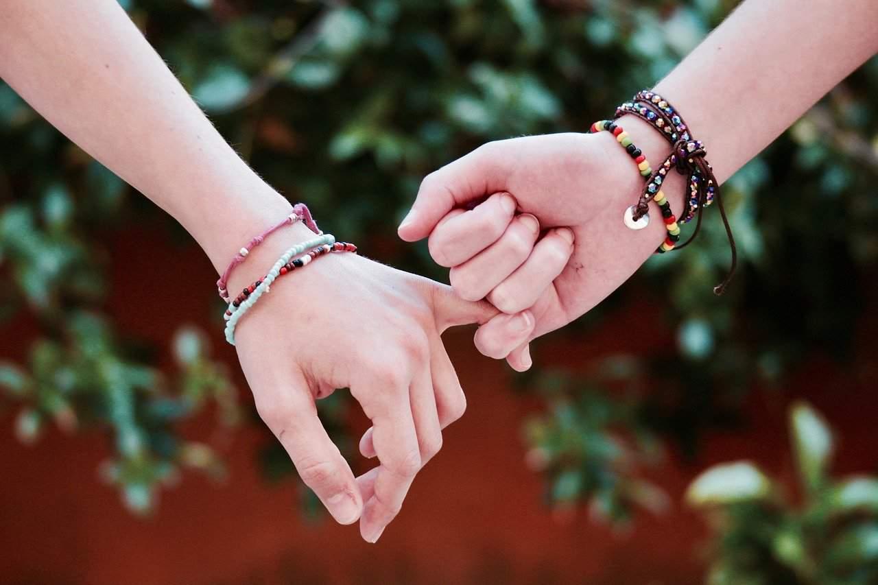 friendship bond hands