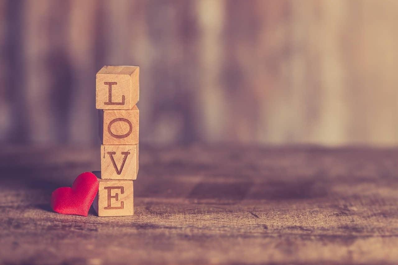 love blocks spelled