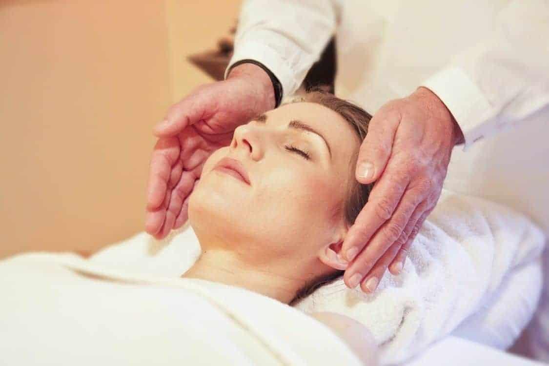 reiki woman healing