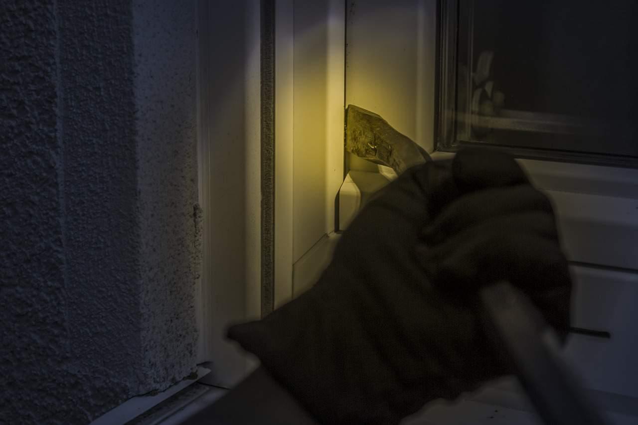 burglar tool door